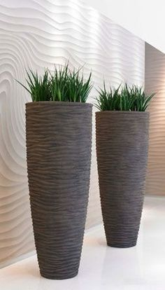 Premier Planters supply office plants in London, Surrey & Sussex. Having plants in the office can improve quality of air and staff efficiency. Interior Garden, Interior Plants, Outdoor Planters, Garden Planters, Vases Decor, Plant Decor, Container Plants, Container Gardening, Big Vases