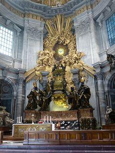 """Vatican City ~ Basilica of St Peter's  Altar conocido como """"la cátedra de San Pedro"""""""