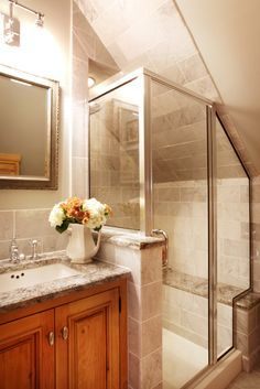 8 Able coole coole Tipps: Dachboden Eingang Treppe Dachboden Ecke Cape Cod. Attic Bathroom, Upstairs Bathrooms, Bathroom Layout, Bathroom Ideas, Bathroom Organization, Bathroom Makeovers, Bath Ideas, Bathroom Designs, Kohler Bathroom