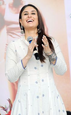Kareena Kapoor at a school in Ahmedabad to promote 'Singham Returns'. Style #Bollywood #Fashion #Beauty