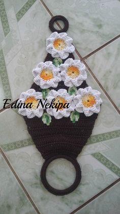 porta pano de prato na cor marrom com flores brancas feito sob encomenda, pode ser feito em outras cores.