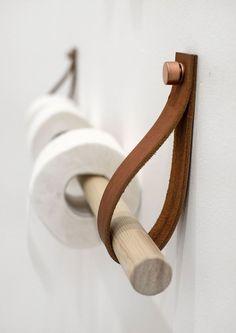 løsning på badet, for de knekte og gamle håndklehengerne under og ved siden av skapet