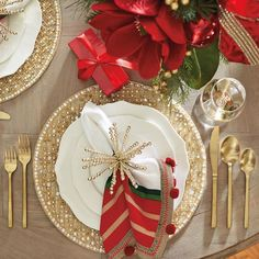 Design an inviting tabletop with the selection of Christmas party table decor at Frontgate. Adorn your home with beautiful holiday entertaining pieces today. Gold Christmas Decorations, Christmas Table Settings, Christmas Tablescapes, Holiday Tables, Xmas Table Decorations, Christmas Candles, Christmas Place, Elegant Christmas, Nordic Christmas