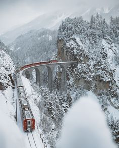I Woke Up At To Capture A Train Crossing The Landwasser Viaduc, Switzerland Train Suisse, Winter Szenen, Train Pictures, Voyage Europe, Snow Scenes, Train Tracks, Belle Photo, Wonders Of The World, Places To See