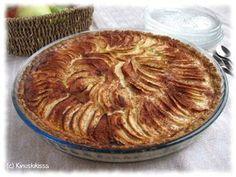 Omenapiirakka-reseptin sydän löytyy crème brûlée -tyylisestä vanukasmaisesta vaniljatäytteestä, jonka joukkoon omenaviipaleet pääsevät kypsymisen ajaksi.