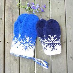 Liten Vinterstorm , barnevarianten av Vinterstormvottene. Knit Mittens, Knitted Hats, Baby Barn, Diy And Crafts, Projects To Try, Gloves, Stripes, Sewing, Knitting