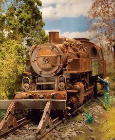 Viele der alten Veteranen aus der Dampflokzeit fristen ihr Dasein rostend auf einem Abstellgleis - ihre Endstation. Diese gewaltigen Relikte aus Tonnen von Eisen sind mit ihrer rotbraunen Patina, eingerahmt von wucherndem Grün zu Objekten mit besonderem Charme geworden.