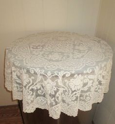 Vintage Lace Tablecloth With Flaws, Off White Small Round Lace Tablecloth,  Flawed Beautiful Lace Tablecloth, Lace Round Tablecloth