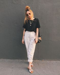 Our fashion content, Ali Santos, knew how to use black and white … - Season Outfits Stylish Summer Outfits, Basic Outfits, Cute Casual Outfits, Modest Outfits, Simple Outfits, Look Office, College Outfits, Looks Style, Minimal Fashion
