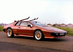 Lotus Esprit Turbo bronze with skis(For Your Eyes Only)