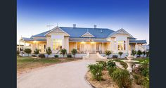 Property Report for 45 Fortune Street, Rutherglen VIC 3685 Queenslander House, Weatherboard House, Edwardian House, Victorian Homes, Farmhouse Plans, Farmhouse Style, Facade House, House Facades, House Exteriors