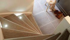 Eigen Huis en Tuin | Praxis. Je kunt veel verschillende kanten op met je trap. Kies voor een warme kleur traptreden, zoals blond eikenhout  en ingebouwde spotjes voor een uitnodigende sfeer.