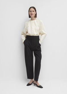 Opening Look - Totême Wardrobe Basics, Capsule Wardrobe, Cute Korean Boys, Power Dressing, Minimalist Wardrobe, Black Trousers, Fashion Lookbook, Chic Outfits, Work Wear