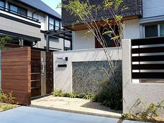 都会に溶け込むナチュラルモダンクローズエクステリア03 ザ・シーズン Fence Design, Gate, Mail Boxes, Exterior, Landscape, Fences, Street, Outdoor Decor, Plants