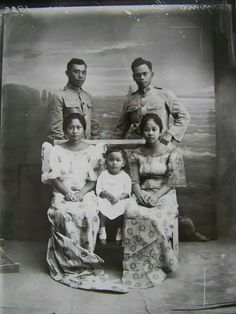 Clark Field Pampanga Philippines 1923 Philippines Outfit, Philippines Culture, Women In History, Art History, Filipino Fashion, Filipino Culture, Filipiniana, American War, Historical Pictures
