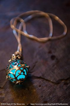 Steampunk Silver Glow in the Dark Filigree von DarkOfTheMoonArts