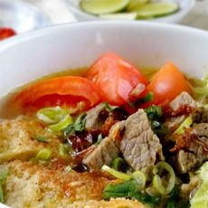 Soto Mie Khas Bogor Bogor, Soto Betawi, Malaysian Food, Indonesian Food, Eclairs, Food And Drink, Beef, Chicken, Cooking