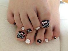 Pretty Pedicure Nail Art Ideas for 2012 Cute Toe Nails, Love Nails, Pretty Nails, Fun Nails, Pretty Toes, Beautiful Toes, Glam Nails, Cute Pedicure Designs, Toenail Art Designs