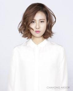 Older women hairstyle pictures what is the best hairstyle for thick coarse hair,women hairstyles asian haircuts women hair color winter,afro hairstyles peinados front wave hairstyle. How To Curl Short Hair, Girl Short Hair, Short Hair Cuts, Permed Hairstyles, Older Women Hairstyles, Asian Hair Wavy, Hair Dos, Lob Hair, Hair Perms