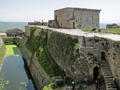 Visit Krak des Chevaliers, medieval castle in Syria