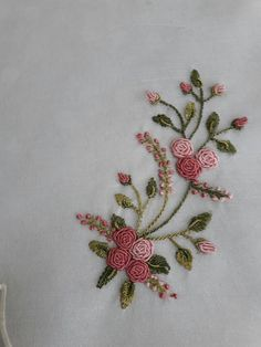 Embroidery Designs Running Stitch + Embroidery Stitches Designs to Embroidery Floss Patterns, Embroidery Patterns Cute Hand Embroidery Videos, Hand Work Embroidery, Embroidery Flowers Pattern, Flower Embroidery Designs, Simple Embroidery, Hand Embroidery Stitches, Silk Ribbon Embroidery, Crewel Embroidery, Embroidery Patterns