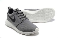 Nike Roshe Run Womens Mens Shoes Gray Black White Adidas Cap, Adidas Originals, Adidas Superstar, Nike High Heels, Roshe Run Black, Light Running Shoes, Rose Gold Adidas, T Shirt Pink, Navy Blue Shoes