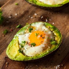 Don't avoid fats at all costs - they're essential for your overall health! Here are 6 fatty foods, including the beloved avocado, that you should really be eating. Diet Salad Recipes, Avocado Recipes, Dr Oz, Nutritious Breakfast, Avocado Breakfast, Low Carb Breakfast, Breakfast Ideas, Breakfast Pizza, Avocado Egg Bake