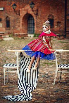 Bild könnte enthalten: 1 Person, Streifen, Kind und im Freien Costumes Avec Tutu, Halloween Costumes, Vintage Circus, Fashion Designer, Fashion Stylist, Pierrot Clown, Beautiful Children, Costume Design, Children Photography