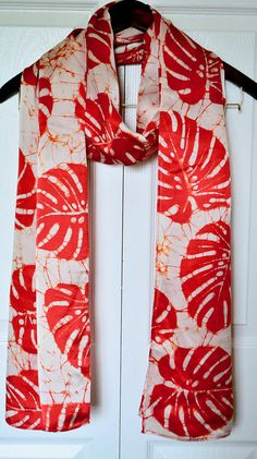 Batik Art, Batik Prints, Red Silk Scarf, Silk Scarves, Bridesmaid Saree, Sari Design, Simple Kurti Designs, Tie Dye Crafts, Batik Fashion