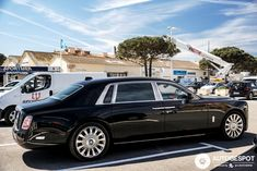 Rolls-Royce Phantom VIII EWB in Saint-Tropez, France Spotted on by funspotter Lamborghini Gallardo, Ferrari F40, Maserati, Bugatti, Rolls Royce Phantom Interior, Auto Business, Rolls Royce Cullinan, Rolls Royce Motor Cars, Its A Mans World