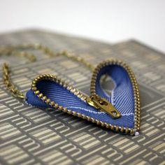 Zipper Corazón colgante, collar azul de Jean y por olivesandpearls