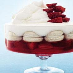 Donna Hay: Strawberry And Vanilla Macaron Trifle