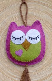 felt birds felt owl - hang on door handle - one side eyes open (come in) other side eyes closed (don't disturb) Felt Owls, Felt Birds, Fabric Crafts, Sewing Crafts, Sewing Projects, Felt Patterns, Embroidery Patterns, Diy Embroidery, Felt Christmas Ornaments