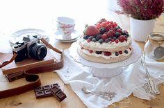 Chocolat and berry pavlova - Pavlova de chocolate y frutas del bosque