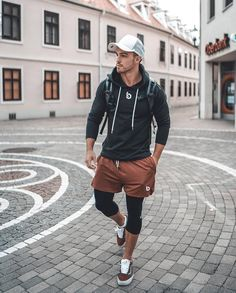 I really like the fitted sweatshirt look, with nice athletic shorts to put together a nice casual sports apparel Funky Outfits, Sporty Outfits, Athletic Outfits, Athletic Wear, Fashion Outfits, Gym Outfits, Athletic Shorts, Men's Fashion, Mens Tights