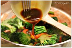 Basic Stir fry sauce recipe: 3 tbsp soy sauce 1 tbsp cornstarch 2 cloves garlic, 1/2 tsp ginger, minced, 1/4 cup water.