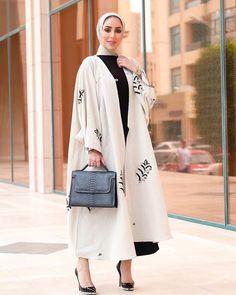 the finest veiled clothes gorgeous beauty Street Hijab Fashion, Abaya Fashion, Muslim Fashion, Casual Hijab Outfit, Hijab Chic, Modesty Fashion, Fashion Outfits, Womens Fashion, Mode Kimono