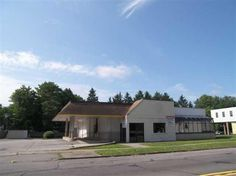 Location, Location, Location! Great Comm opportunity along busy corridor in Webster. .87 Acre Comm parcel w/ 184 of E Main St frontage.  Opportunities for many comm uses. 3,713 sq ft-Free Standing Bldg-that was used as a Burger King Rest. Bldg can be Subdivided to suit tenant or expanded or taken down to create a new comm opportunity on this parcel close to Xway, other comm properties & adjacent to many comm businesses. Great owner occupied parcel or build to suit! Owner is willing to Sell…