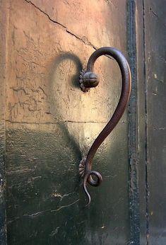 and the frog door knob is Unique Vintage Door Handles.and the frog door knob is wonderful Knobs And Knockers, Door Knobs, Door Handles, Heart In Nature, Heart Art, Yoga Studio Design, Estilo Tropical, I Love Heart, Love Is All