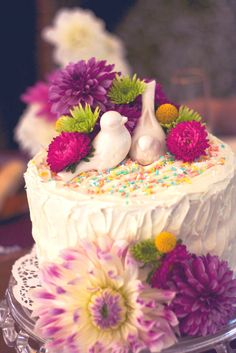 Dahlia wedding cake, love bird wedding cake, simple wedding cake.
