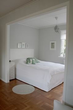 Soft gray bedroom nook with faux headboard. Furniture, House Design, Home, Home Bedroom, Bedroom Nook, Gorgeous Bedrooms, Grey Walls, Bedroom Design, Relaxing Bedroom