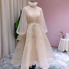 Hi Low Wedding Dress, Muslim Wedding Dresses, Party Wedding, Wedding Gowns, Bridal Hijab Styles, Bridal Style, Hijab Dress Party, Party Wear Dresses, Long Dress Fashion
