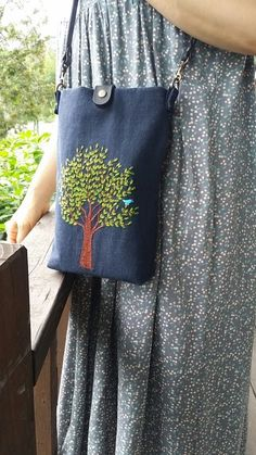 Embroidery Bags, Hand Embroidery Designs, Embroidery Stitches, Embroidery Patterns, Jean Crafts, Denim Crafts, Fabric Purses, Fabric Bags, Craft Bags