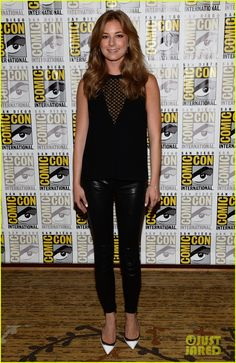 Who made Emily VanCamp's white pumps, jewelry, black leather pants, and black mesh top that she wore in San Diego? Jewelry – Dana Rebecca Designs Pants – J Brand Shoes – Christian Louboutin Emily Vancamp, Chris Evans Scarlett Johansson, Photoshoot Video, Black Leather Pants, Leather Leggings, Black Mesh Top, Fashion Dictionary, Hollywood, White Pumps