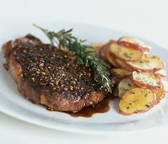Skinny Holiday Recipes: Steak, Potatoes and Garlic Spinach. #SkinnyHolidaySweeps