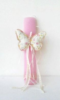 Greek Easter candle lambada Floral butterfly Diy And Crafts, Arts And Crafts, Greek Easter, Easter 2020, Felt Material, Palm Sunday, Easter Crafts, Christening, Easter Candle