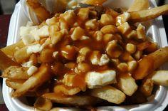 Wij hebben de kapsalon maar in Canada hebben ze Poutine een gerecht bestaande uit friet bedekt met verse kaas, gedrenkt in jus