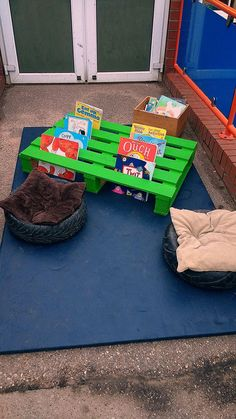 Reading area outdoors with a pallet - Reading area outdoors with a pallet Estás en el lugar correcto para diy furniture Aquí presentamos - Eyfs Classroom, Outdoor Classroom, Outdoor School, Classroom Decor, Outdoor Learning Spaces, Outdoor Play Areas, Outdoor Activities For Kids, Eyfs Outdoor Area Ideas, Summer Activities