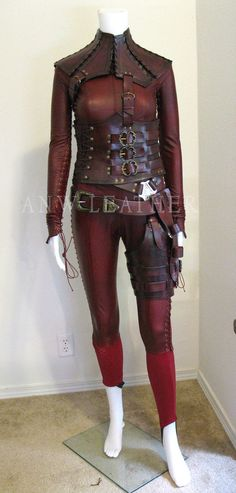 Though the Mord Sith outfit was described as having a yellow moon and star on the belly in the books, I am fond of the look of the outfits from the TV show.