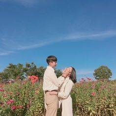 Couple Posing, Couple Shoot, Korean Couple Photoshoot, Cool Lyrics, Couple Aesthetic, Asian Love, Cute Poses, Ulzzang Couple, Cute Couple Pictures